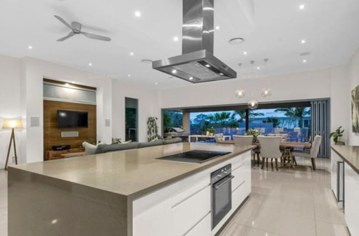 10 - INDOOROOPILLY WATERFRONT